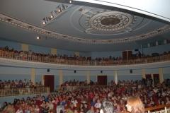 02_publico_llenando_el_teatro